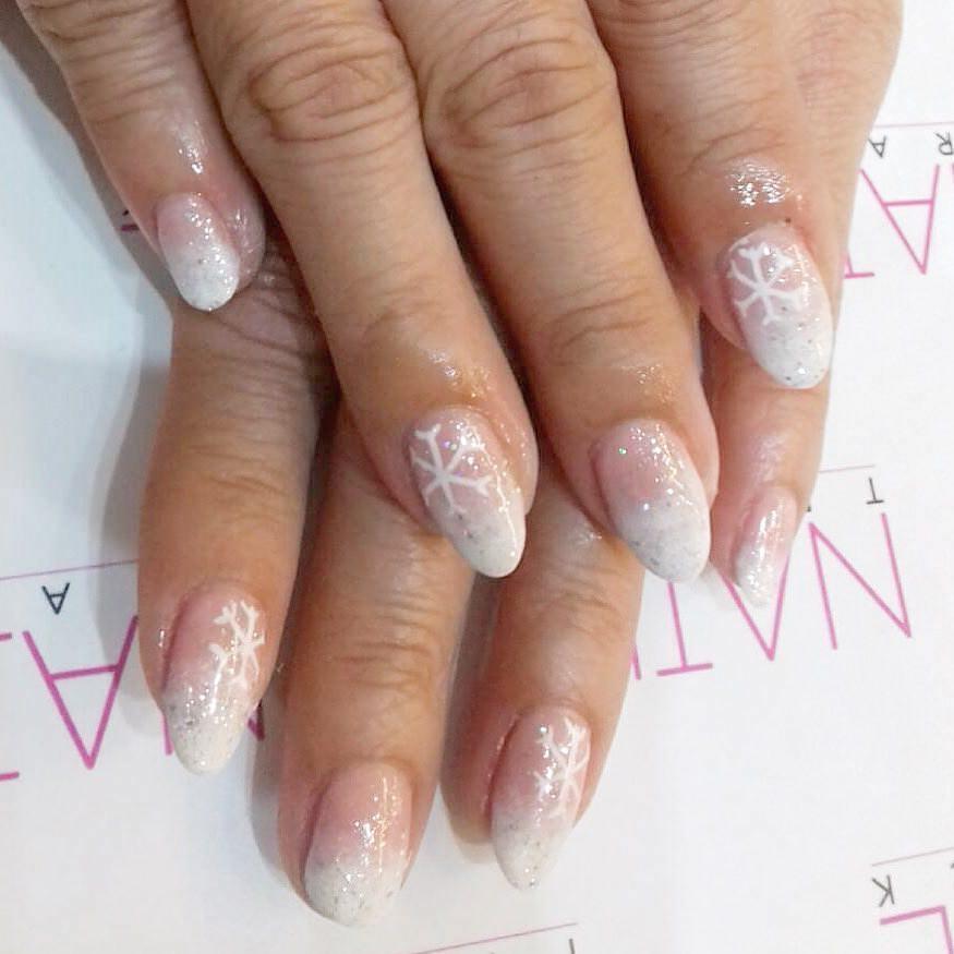 Nail art natalizia unghie gel rosa e bianco