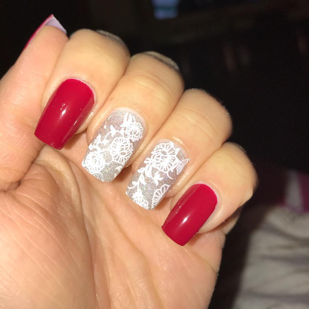 Manicure per le feste: unghie glitter e nail art natalizie