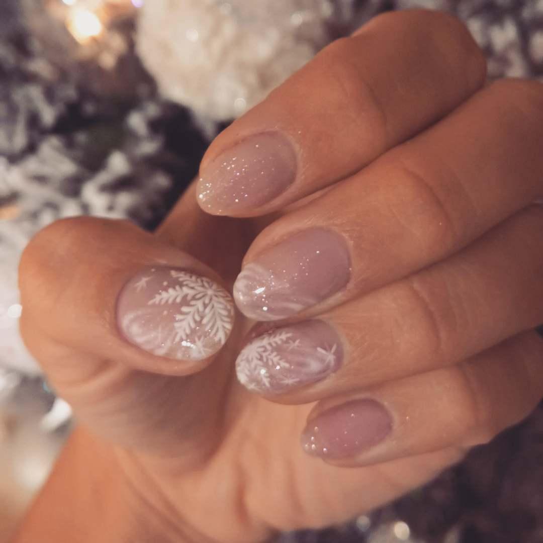 Nail art natalizia unghie nude