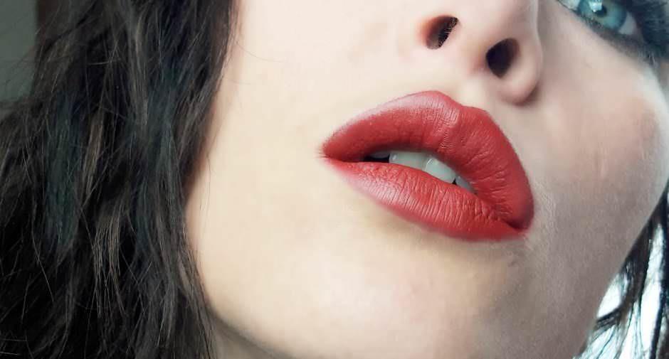 Sfumature di rossetto rosso puro