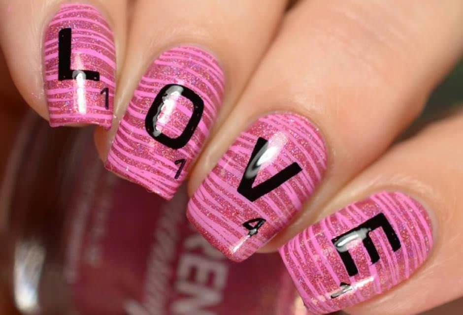 Nail art con scritta love San Valentino 2018