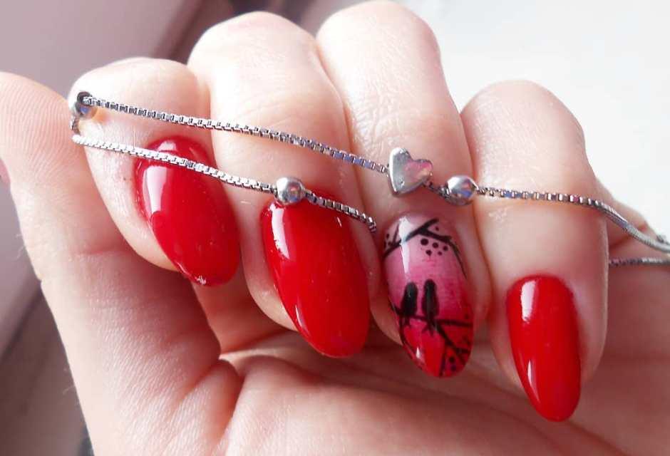 Nail art San Valentino 2018 su unghie rosse