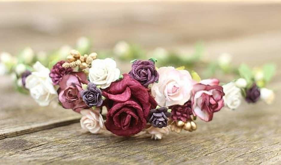 Coroncina con fiori per sposa