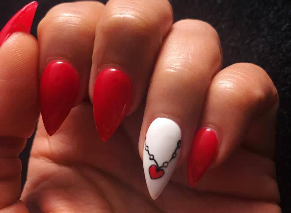 Nail art San Valentino unghie gel rosse