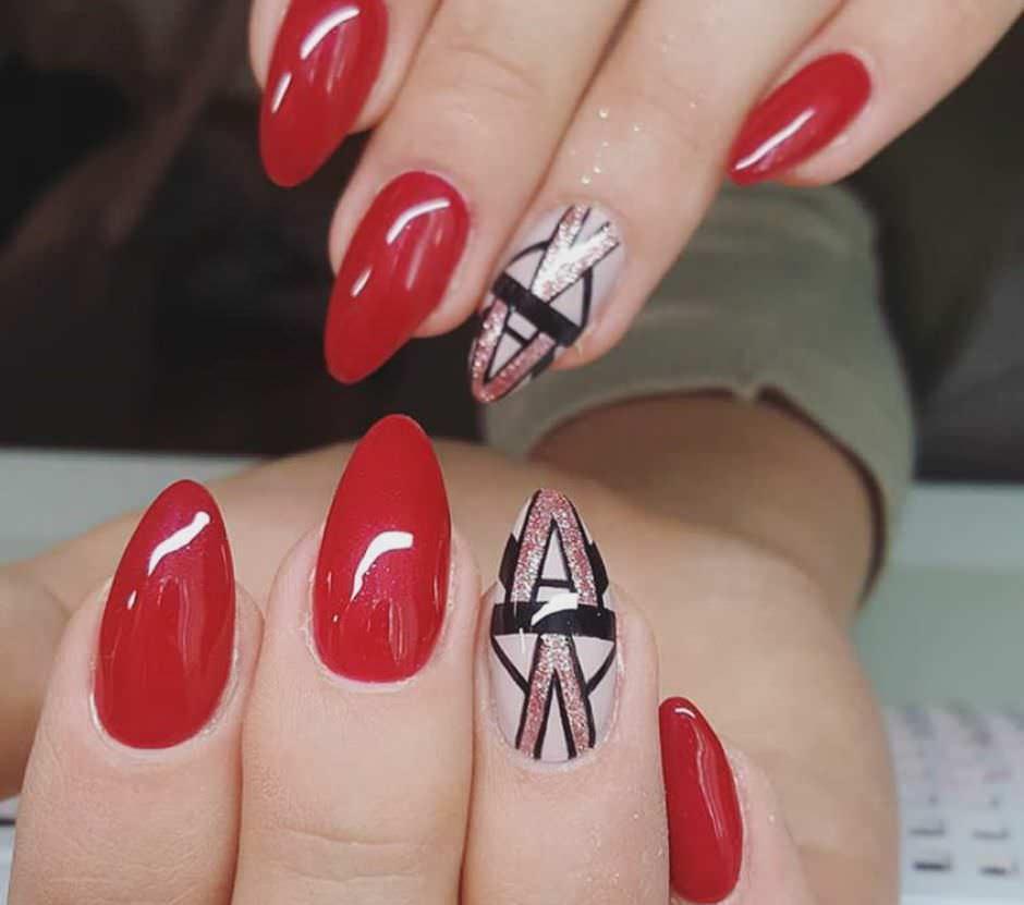Nail art unghie a mandorla rosse e bianche