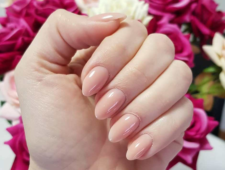Unghie a mandorla gel nude tendenza estate 2018