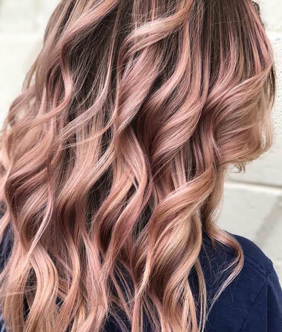 Balayage oro rosa su capelli castano chiaro