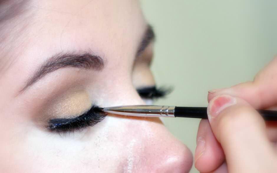 Ciglia finte make up