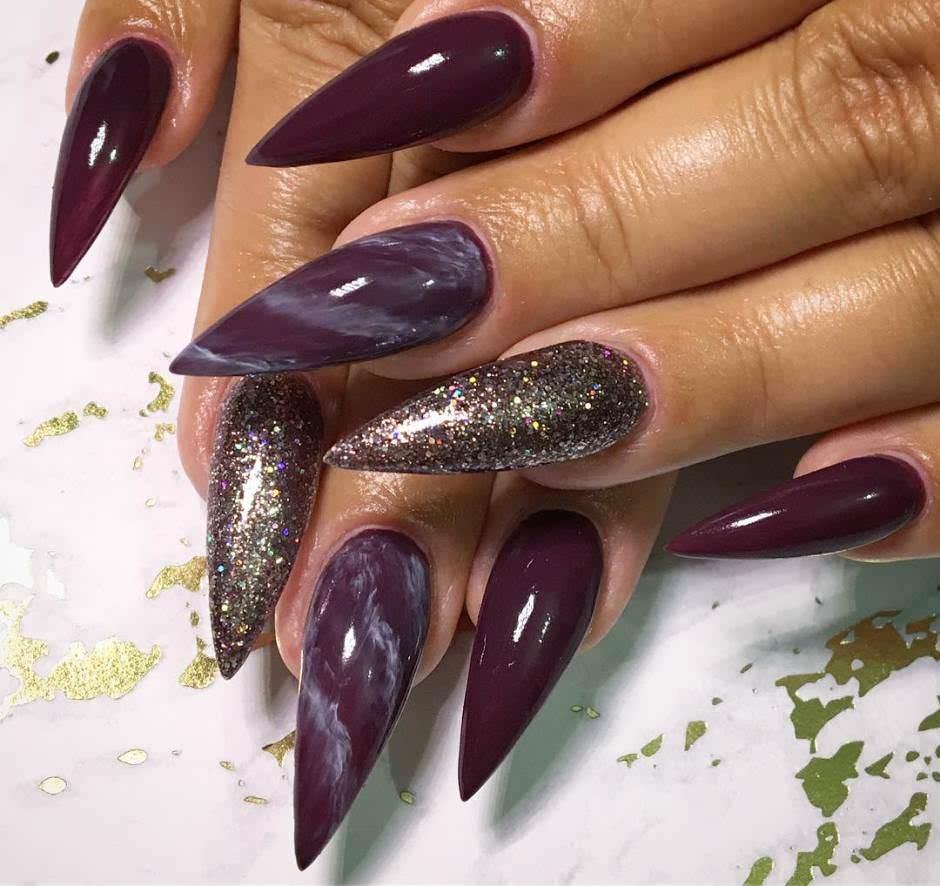 Marble nails a stiletto viola