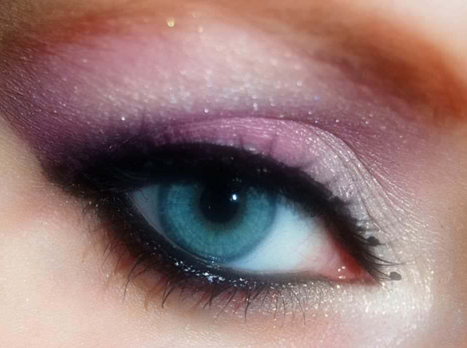 Ombretto rosa per truccare gli occhi azzurri