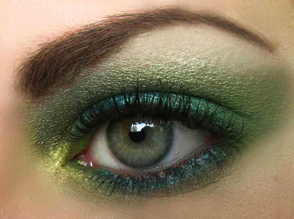 Trucco occhi azzurri ombretto verde
