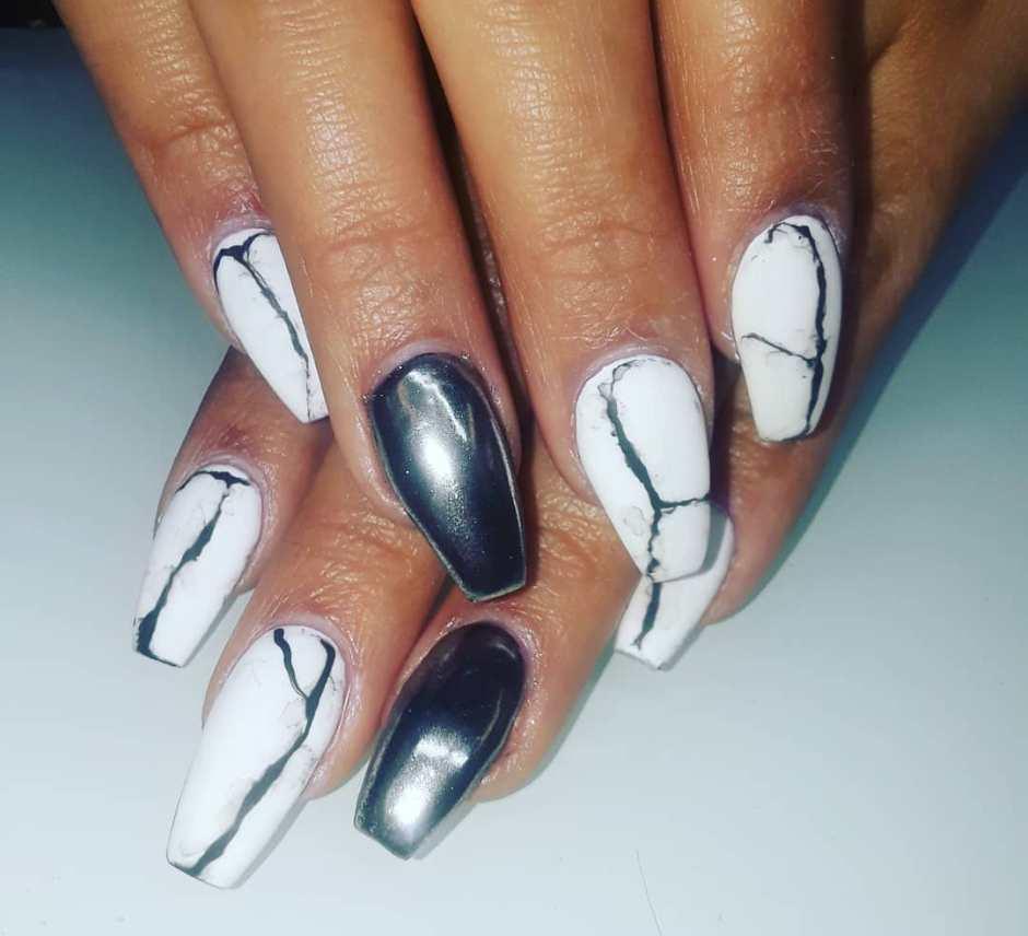 Unghie effetto marmo chrome nails