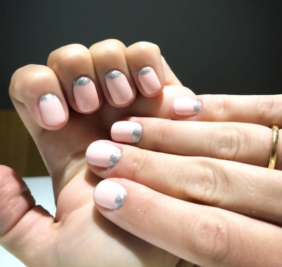 Half moon manicure rosa Autunno 2018