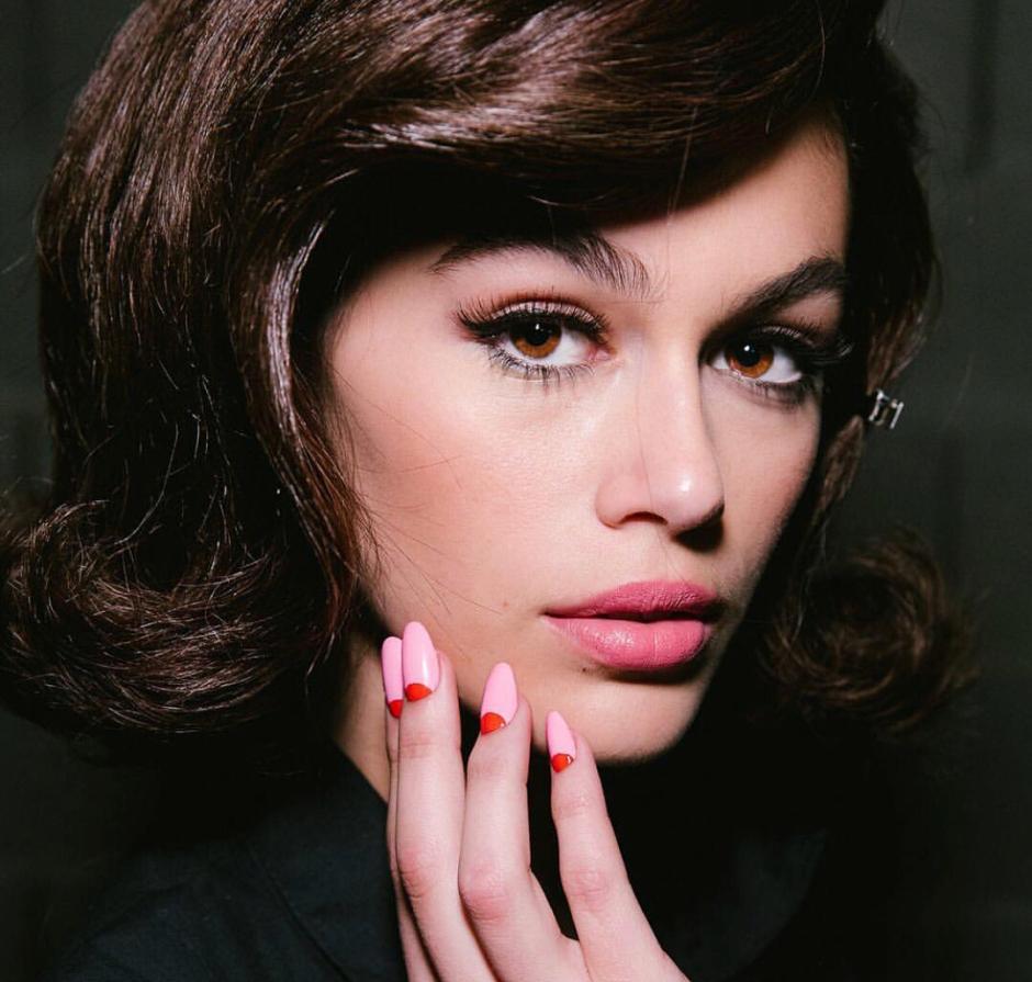 Tendenza unghie autunnali: half moon manicure sfilata Moschino AW18-Kaia Gerber