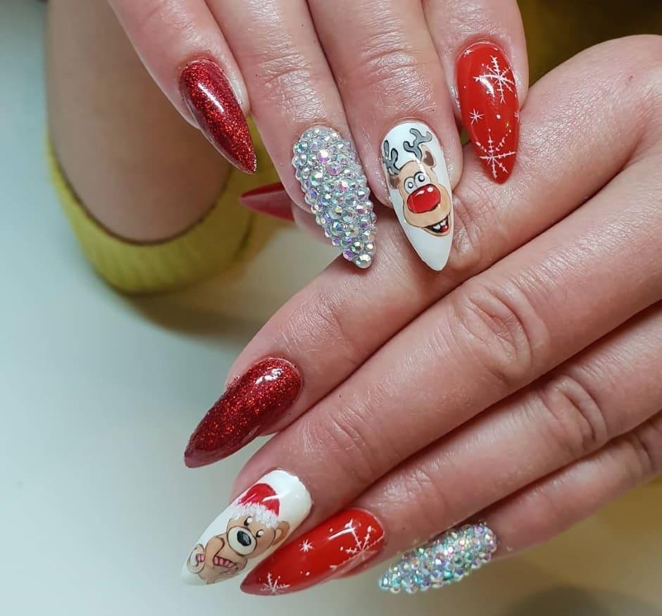 Nail art natalizia unghie gel rosse swarovski e disegni