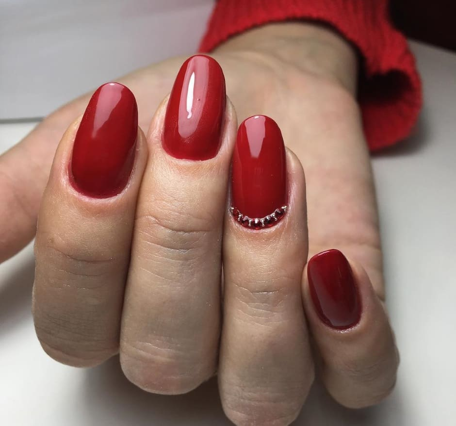 Unghie gel Natale 2018 rosse con swarovski