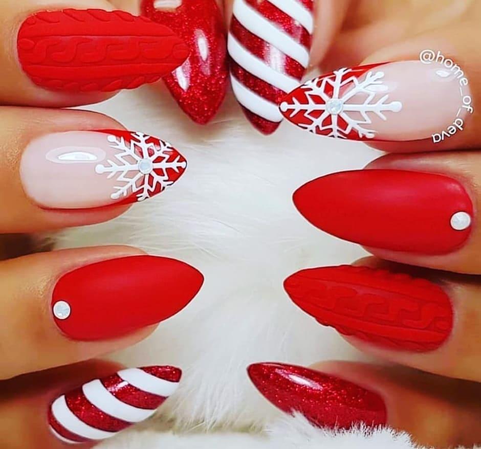 Unghie natalizie gel rosse e bianche