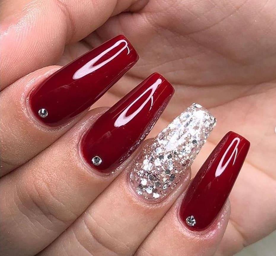 Unghie gel rosse per le feste natalizie e Capodanno 2019
