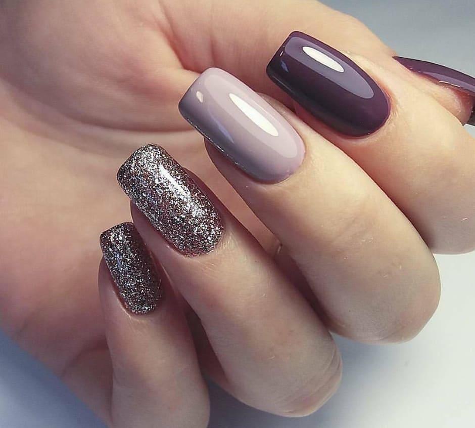 Unghie glitter nail art per Natale e Capodanno
