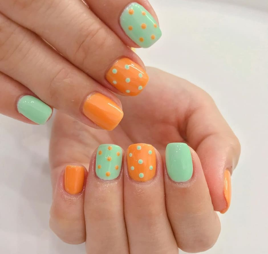 Polka Dots nail art estate 2019