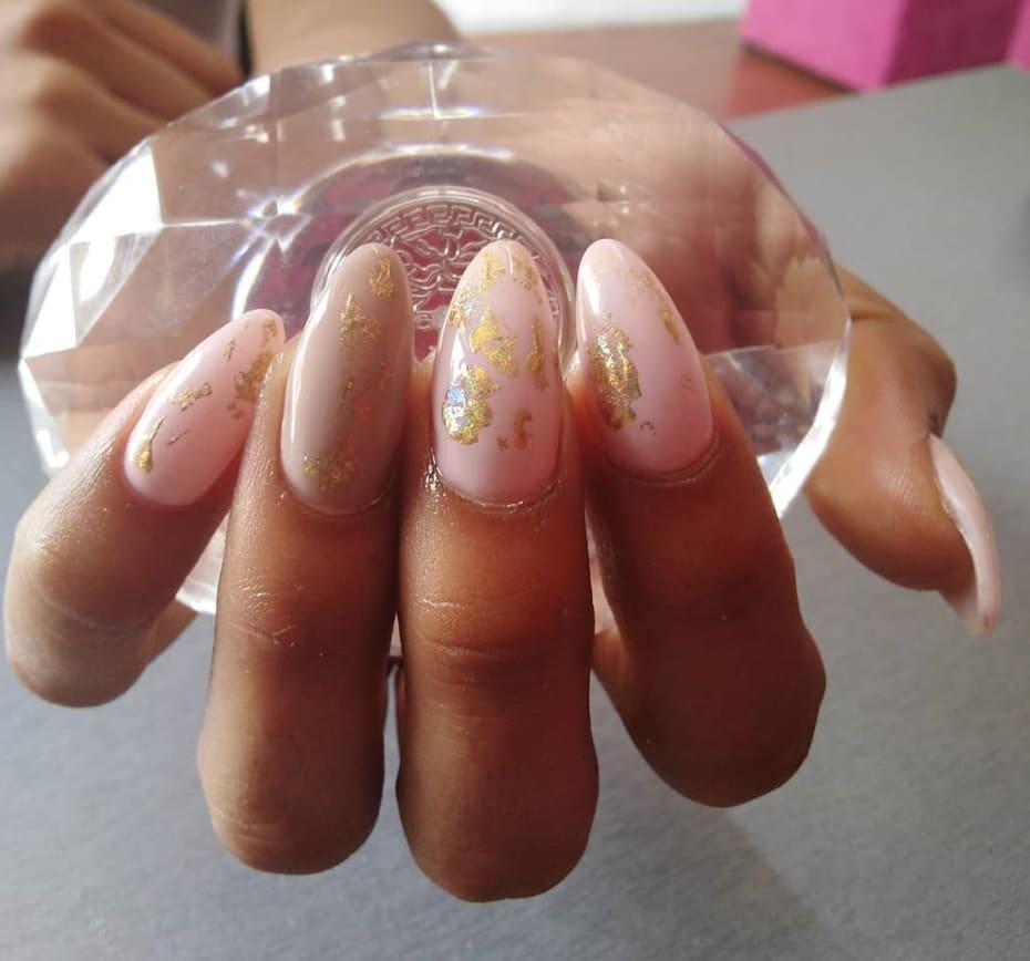 Gold foil nail art Natale 2019