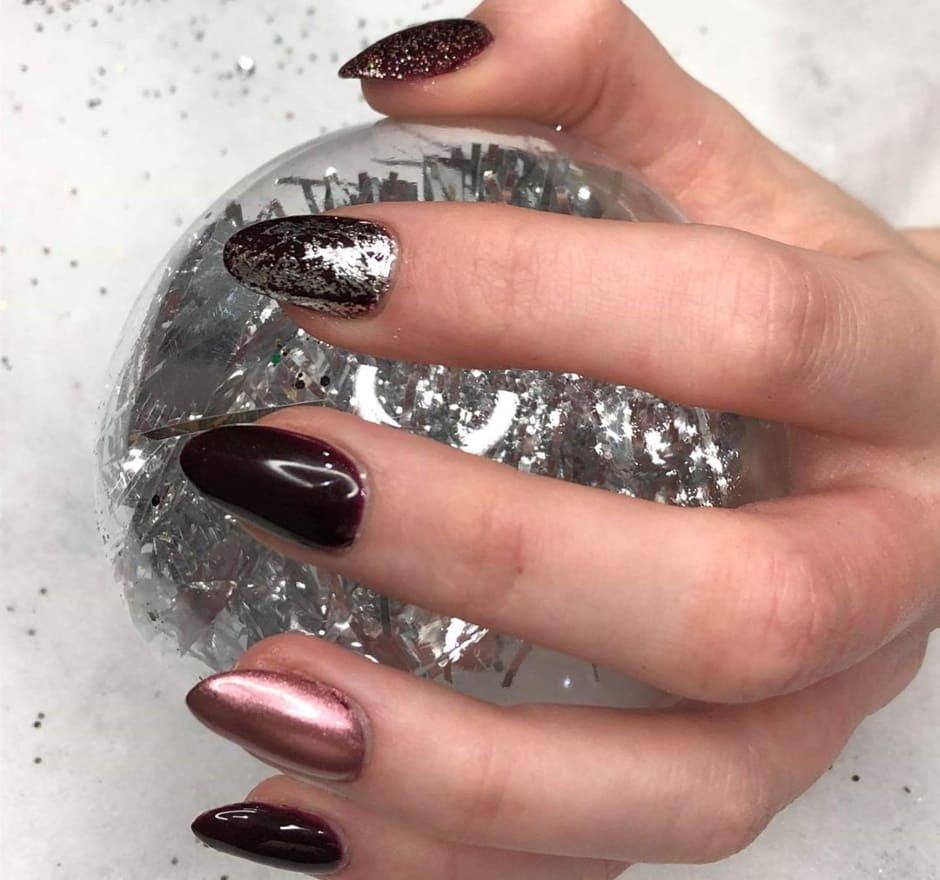 Nail art natalizia foglia argento