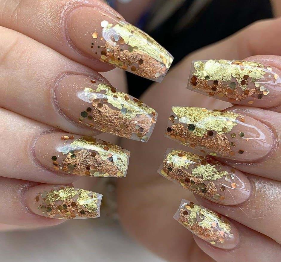 Nail art foglia oro per Natale e Capodanno