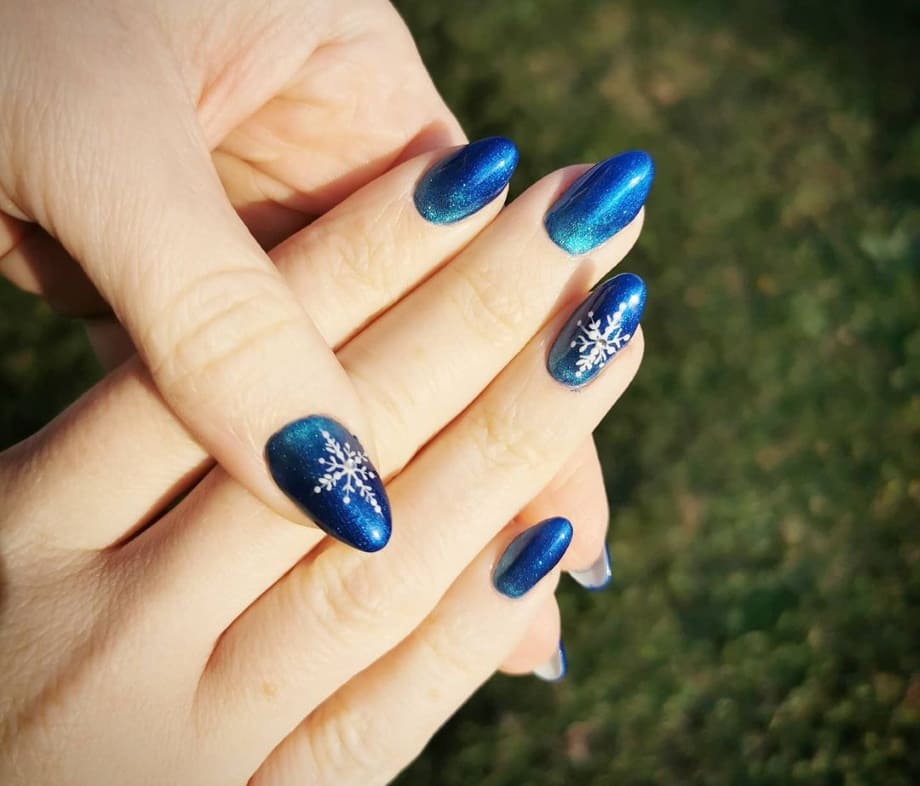 Nail art Natale 2020 unghie blu