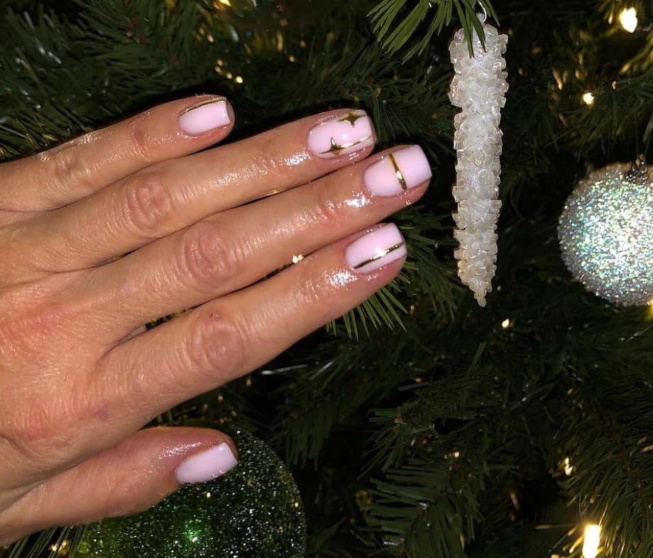 Nail art natalizie oro e rosa