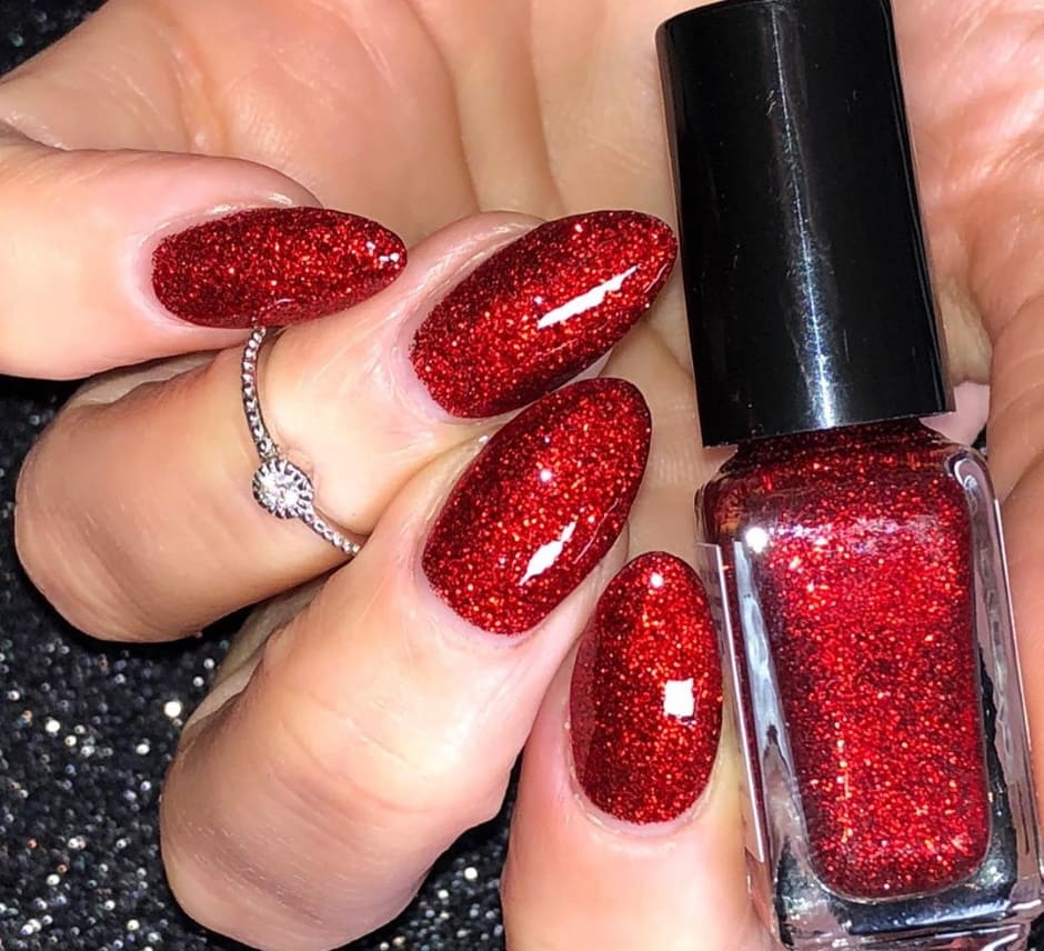 Unghie Natale 2019 rosse con glitter