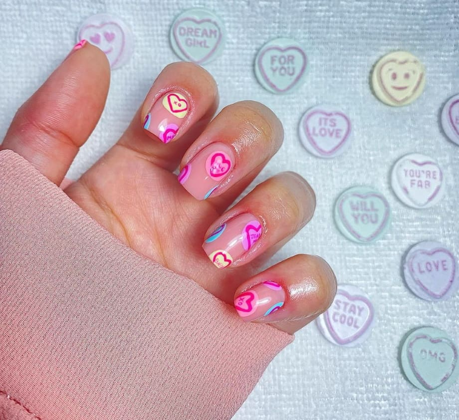 Valentine's nail art cuori rosa