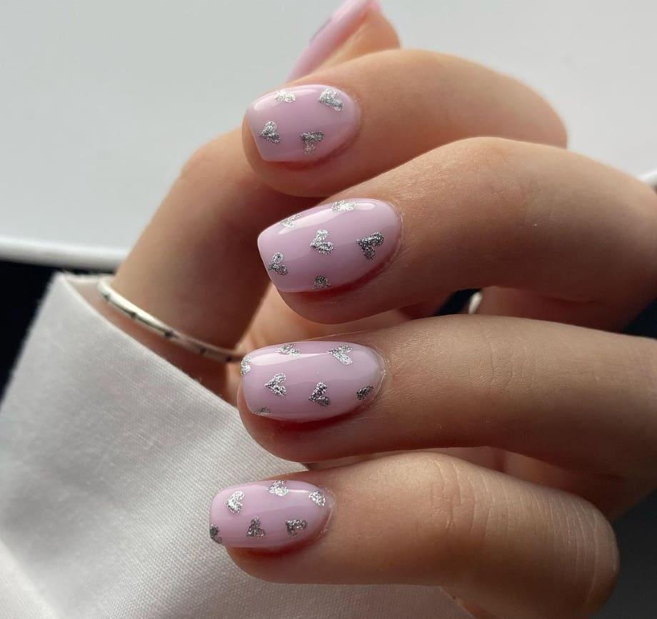 Nail Art unghie San Valentino 2021 con cuori e glitter