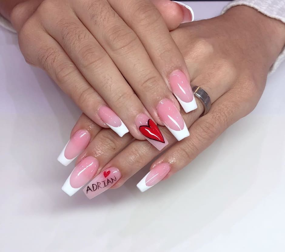 Unghie San Valentino 2020 french manicure con cuore e scritte