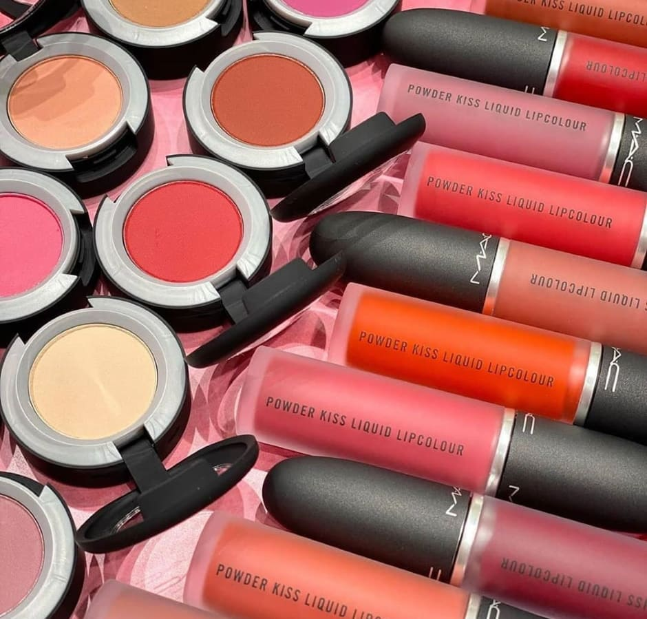 MAC Powder Kiss rossetti liquidi e ombretti opachi effetto sfumato