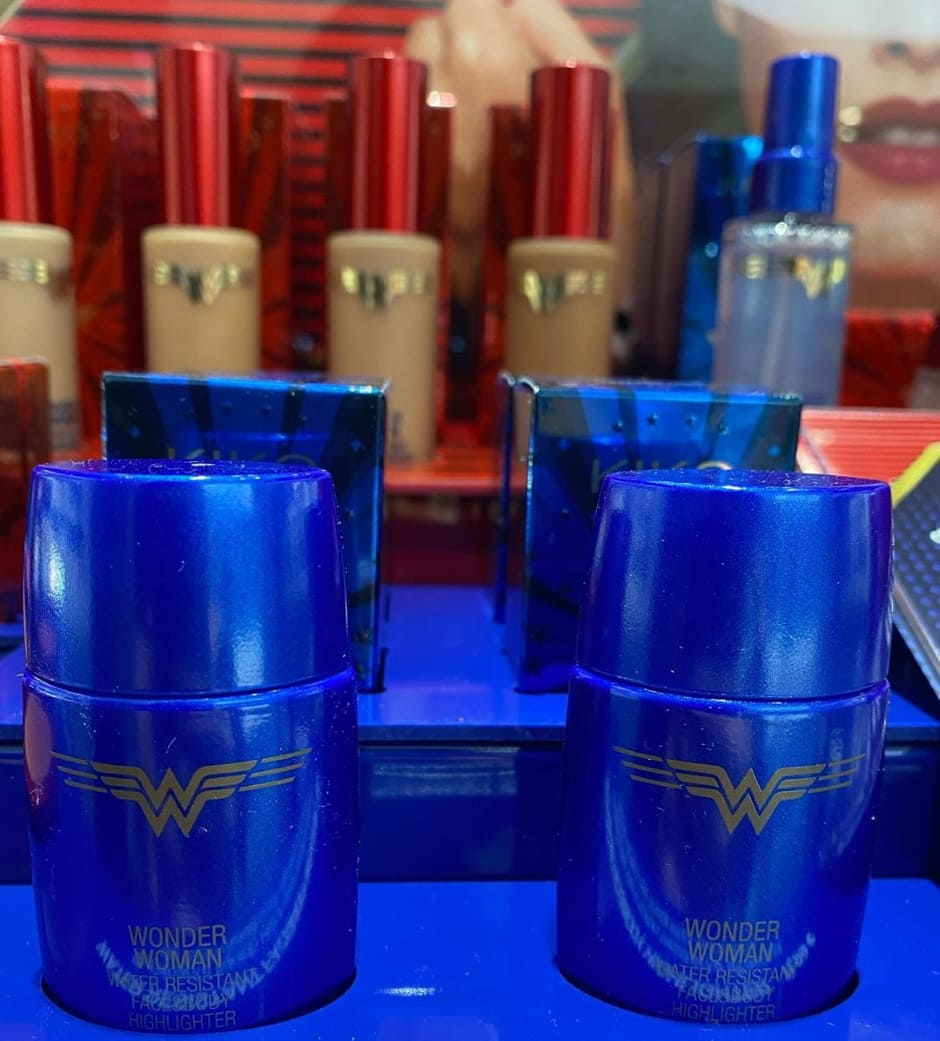 Illuminante liquido Kiko Wonder Woman