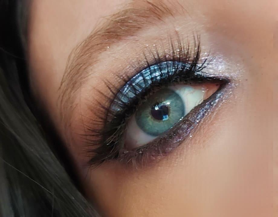 Make-up occhi azzurri ombretto blu Urban Decay